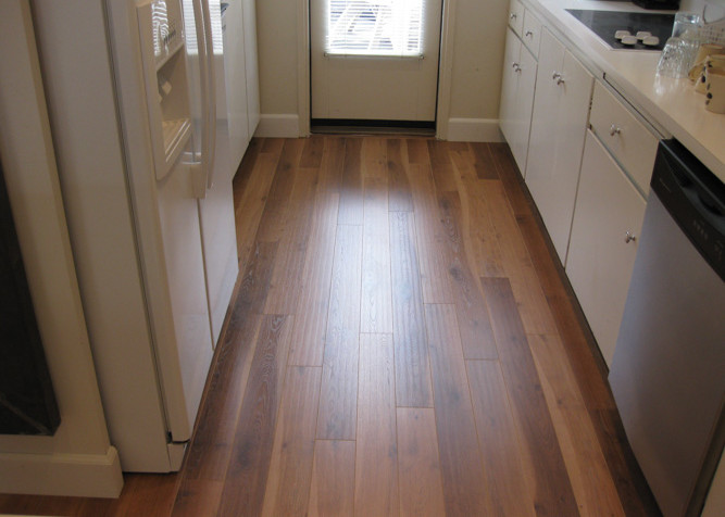 Laminate 04 4 Laminate Plank Flooring As A Floating Installation In Kitchen Area With New Baseboards 667x476g