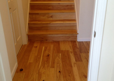Wire brushed-oiled pre-finished engineered wood flooring as a floating installation